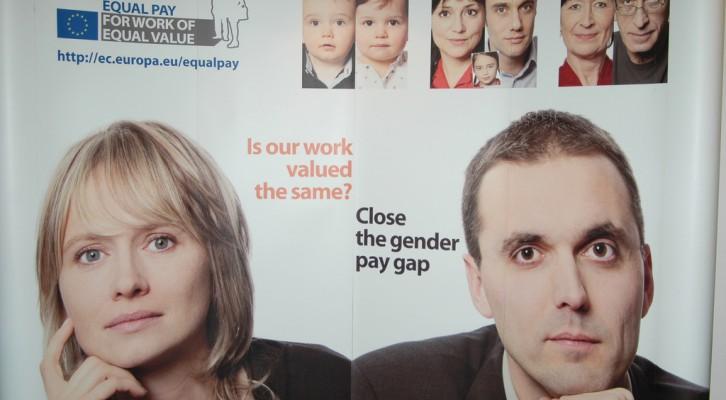 Moterys darbo rinkoje: mažesnis atlyginimas, retesnis lyderiavimas ir skurdesnė senatvė