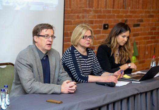 Lietuvos moksleivių veikla internete: nuo pažinčių su nepažįstamaisiais iki patyčių uždarose grupėse