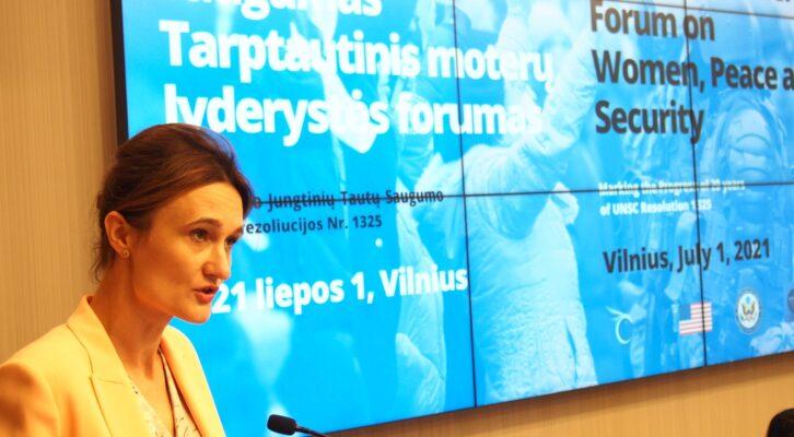 """""""Ar pakanka moterims vietos prie stalo sprendžiant konfliktus?"""" - teiravosi Tarptautinis moterų lyderystės forumas"""